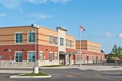 Construction canadienne neuve d'école primaire Images stock