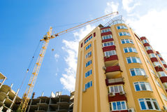 Construction crane and   apartment building Royalty Free Stock Photography