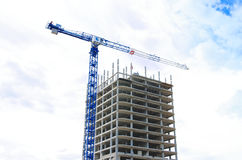 Construction crane and concrete building construction Royalty Free Stock Photography