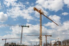 Free Construction Cranes On A New Building Stock Photography - 189379682