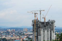 Construction cranes working on building Royalty Free Stock Photography