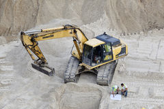 Construction crew working with excavator at building site. Royalty Free Stock Photos