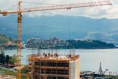 Construction d'un bâtiment à plusiers étages dans Budva, Monténégro Buil Photographie stock