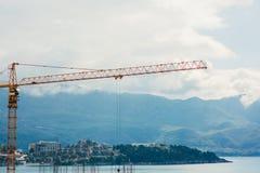 Construction d'un bâtiment à plusiers étages dans Budva, Monténégro Buil Photo stock