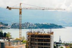 Construction d'un bâtiment à plusiers étages dans Budva, Monténégro Buil Images libres de droits