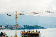 Construction d'un bâtiment à plusiers étages dans Budva, Monténégro Buil Photographie stock libre de droits