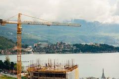 Construction d'un bâtiment à plusiers étages dans Budva, Monténégro Buil Photos stock