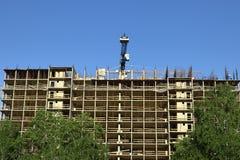 Construction d'un bâtiment résidentiel à plusiers étages fait de béton images stock