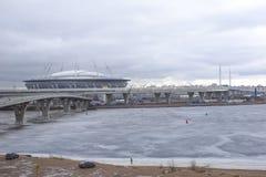 Construction d'un stade de football dans la ville de St Petersburg images stock