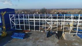 Construction d'une grande usine ou usine, extérieur industriel, vue panoramique, chantier de construction, construction métalliqu banque de vidéos