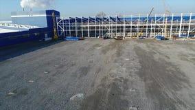 Construction d'une grande usine ou usine, extérieur industriel, vue panoramique, chantier de construction, construction métalliqu clips vidéos