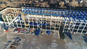 Construction d'une grande usine ou usine, extérieur industriel, vue panoramique de l'air, chantier de construction, métal banque de vidéos