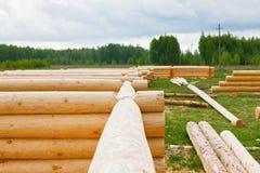 Construction d'une maison des rondins en bois Photographie stock libre de droits