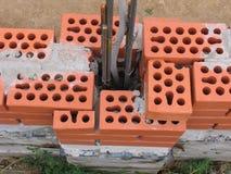 Construction d'une nouvelle barrière de brique Photo stock