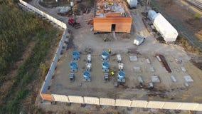 Construction d'une sous-station de transformateur près du chemin de fer banque de vidéos