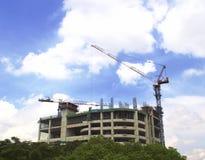Construction de bâtiments ayant beaucoup d'étages de gratte-ciel Photos libres de droits