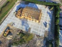 Construction de bâtiments commerciale de maison en bois aérienne photos stock