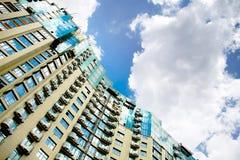 Construction de bâtiments moderne de multi-appartements Photographie stock