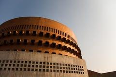 Construction de brique circulaire moderne images libres de droits