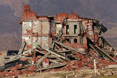 Construction de brique complet ruinée photos stock