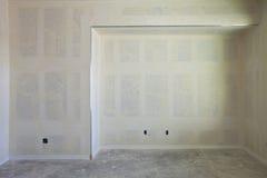 Construction de cloison sèche d'un mur Images stock