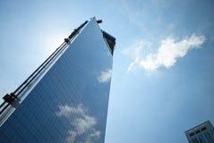 Construction de gratte-ciel de miroir Images stock