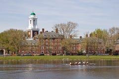 Construction de Harvard le long du fleuve de Charles Photographie stock libre de droits