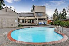 Construction de logements de club de la Communauté avec la piscine Image stock