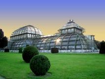 Construction de logements Palmenhaus, une structure de paume d'Art nouveau au jardin impérial de Schonbrunn à Vienne, Autriche photos stock
