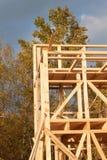 Construction de maison écologique Cadre en bois de maison en construction Nouvelle construction encadrée d'une Chambre Image libre de droits