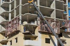 Construction de maison monolithique ayant beaucoup d'étages Photos stock