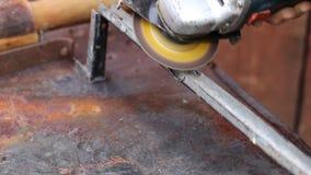Construction de meulage en métal de travailleur clips vidéos