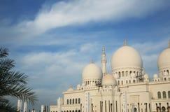Construction de mosquée contre le nuage Photo stock