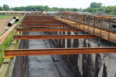 Construction de nettoyage pour un traitement des eaux usées photos stock
