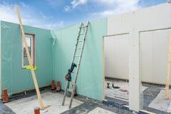 Construction de nouvelle et moderne maison modulaire photo libre de droits