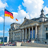 Construction de Reichstag et indicateur allemand, Berlin Photos stock