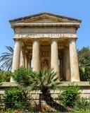 Construction de style de vieux temple dans les jardins inférieurs La Valette de Barrakka Photos libres de droits