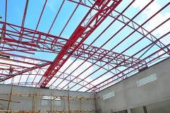 Construction de toit en métal Photographie stock libre de droits