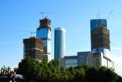 Construction des gratte-ciel du centre international d'affaires Image stock