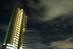 Construction du ciel nocturne avec le vent image stock