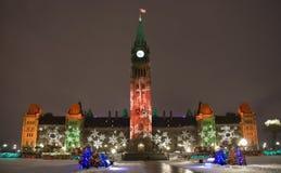 Construction du Parlement à Noël Images stock