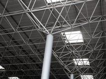 Construction en acier industrielle de plafond Photo stock
