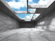 Construction en béton abstraite d'architecture sur le fond de ciel Photos libres de droits