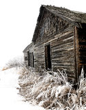 Construction en bois abandonnée de ferme en hiver Photographie stock