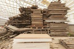 Construction en bois d'entrepôt de matériaux de scierie Images stock