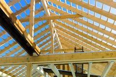 Construction en bois de toit photographie stock