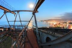 Construction en métal au paysage de ville de nuit Images libres de droits