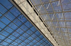 Construction en verre contemporaine Photographie stock libre de droits