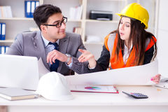 The construction foreman supervisor reviewing drawings Royalty Free Stock Photos