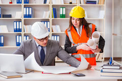 The construction foreman supervisor reviewing drawings Royalty Free Stock Images